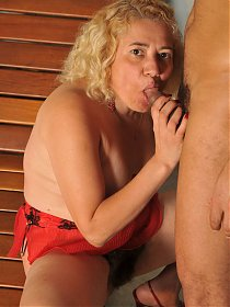 Nasty blondie Leenuh kneels down to give a blowjob and got her pussy slurped and screwed