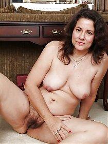 Big booty white women take anal lesbains pussy